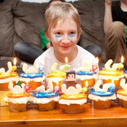 九岁女孩举办游戏生日派对 喜好获父母尊重